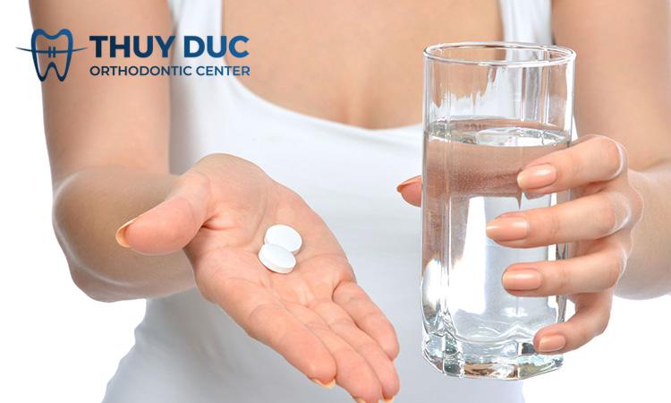 Sử dụng thuốc giảm đau 1